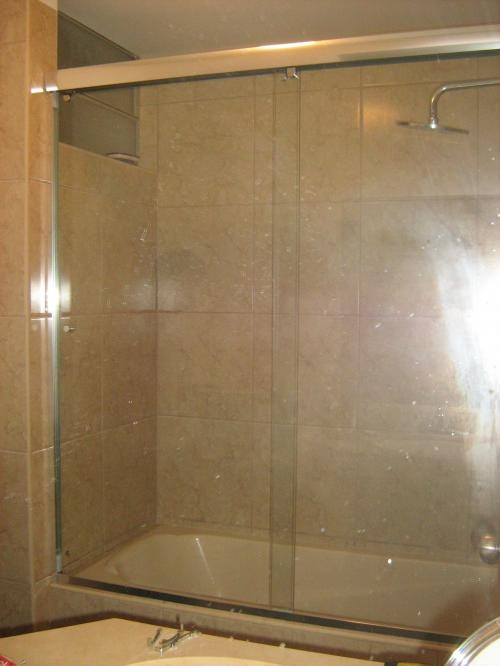 Puertas de ba o en cristal puerto rico for Puertas para duchas