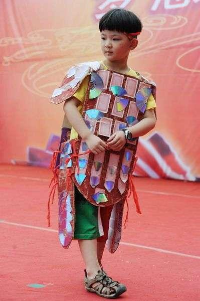 fotos de venta trajes tipicos con material reciclados papel plasticos