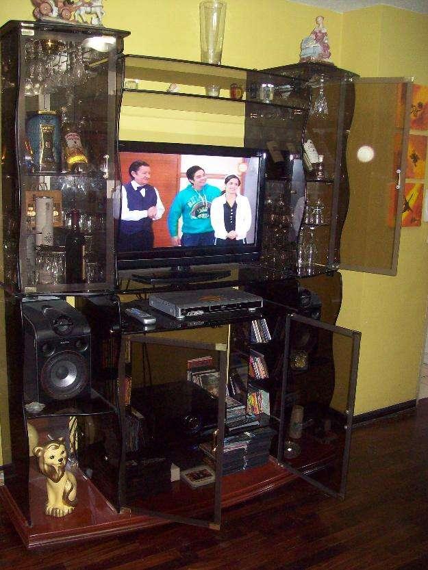 Centro de entretenimiento de vidrio templado en Lima, Perú  Muebles