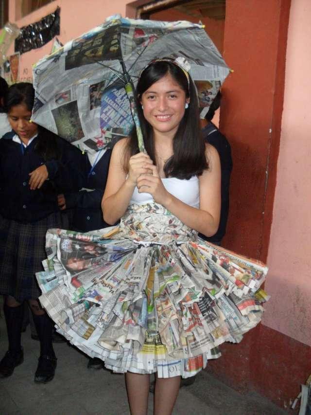 Vestidos de princesas con material reciclado - Imagui