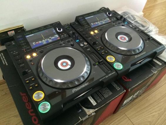 2 x pioneer cdj-2000 nexus y 1 x djm-2000 nexus dj mixer por sólo $ 2800usd