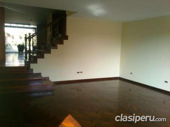 Alquilo casa de 3 pisos precio rebajado
