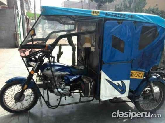Vendo moto taxi con linea escucho propuestas.