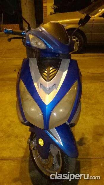 Apurado vendo moto escuter ds150 italika azul excelente precio.