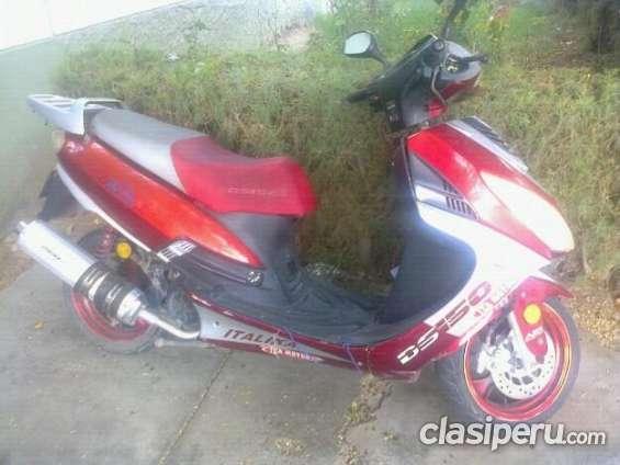 Casi nuevo vendo vendo moto italika ds150 a precio bajo