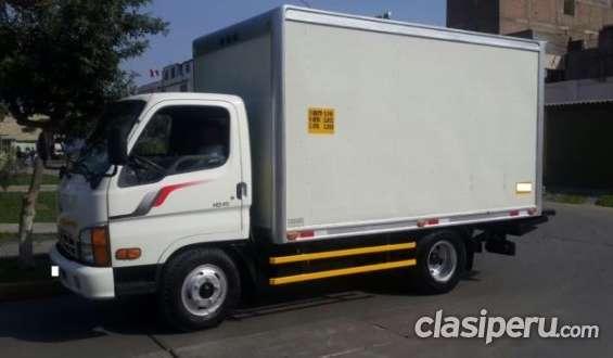 Vendo ya vendo camion hyundai hd45 2012 furgon con rampa hidraulica impecable.