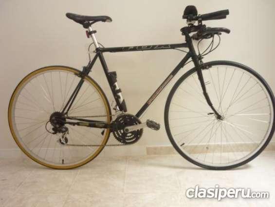Se ofrece bicicleta de triathlon en venta!! urgente.