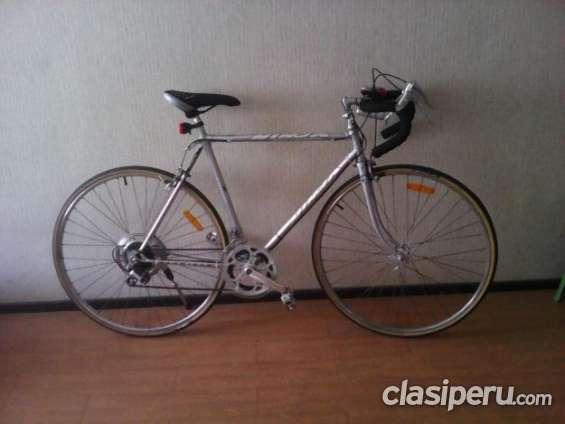 Vendo bicicleta nuevas de carrera , media carrera ,y montañera escucho oferta.