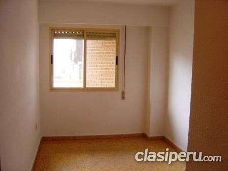 Habitación pequeñita con baño privado s/. 400 persona sola