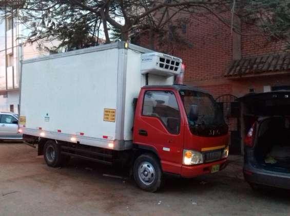 Servicio de transporte refrigerado, camion frigorifico en frio