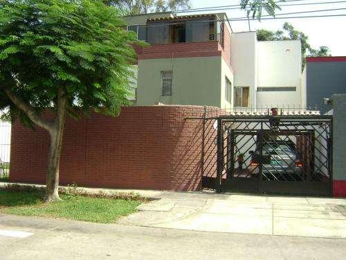 Vendo hermosa y amplia casa con acceso directo a parque