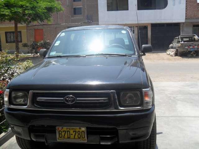 Toyota hilux 4 x4 camioneta negra