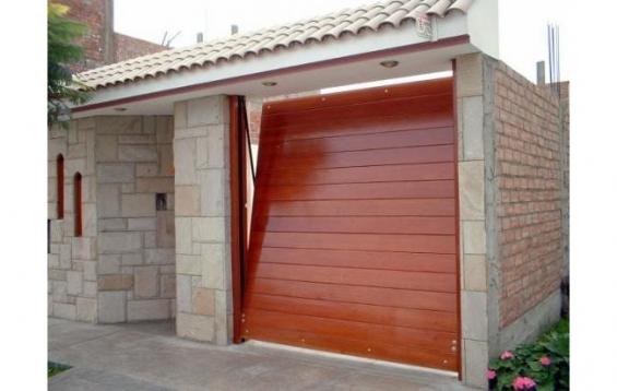 Puerta automático de madera