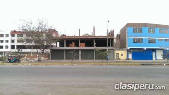 Casi nuevo alquilo amplio local 200 m2. 4 tiendas distrito de comas. gran oportunidad de negocio. construcción tradicional.