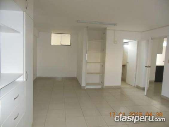 Muy buena ubicación. alquilo oficina en aurora 1er. piso 85m2, 3 ambientes 2 baños us$ 1,400 llamame ya