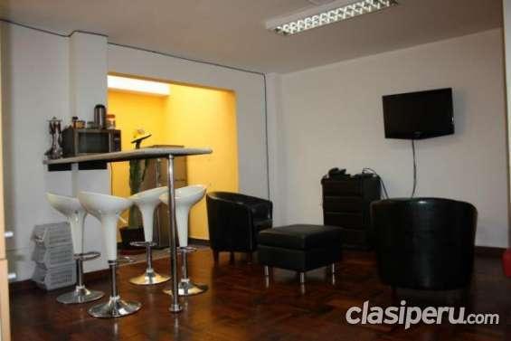 Se ofrece departamento en piso compartidos en buen estado.
