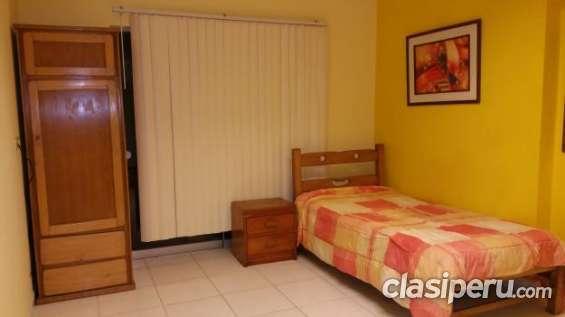 Miraflores alquilo acogedora habitacion excelente precio.
