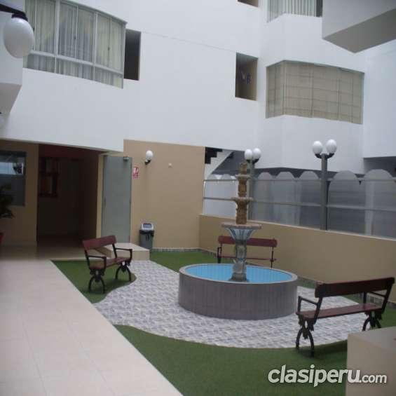 Jardin interno a edificio