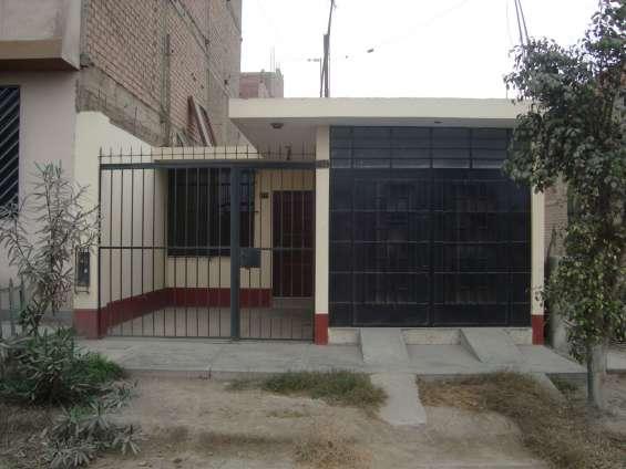 Vendo bella casa en comas urb el pinar calle 75 de 120 mts2 at, 105 ac